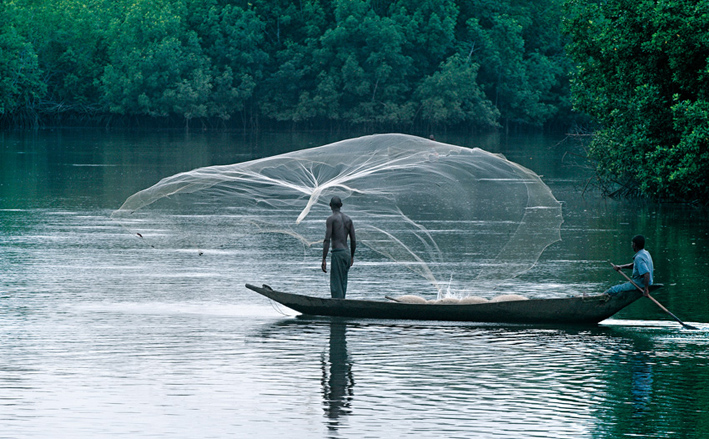© Fabrice Boutin - Blue Africa-Fisher men on Cameroon river