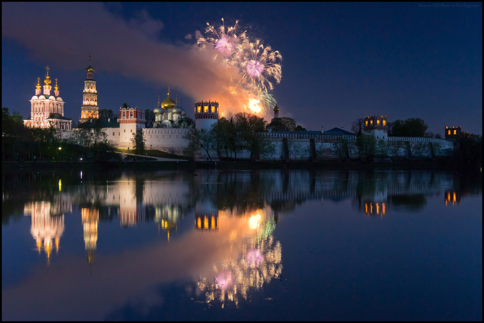© Юрий Дегтярёв ( Yuri Degtyarev ) - Moscow. Novodevichy convent in the Victory Day.